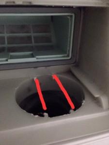 ドラム式洗濯機のフィルターを開けたところ