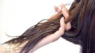 濡れ髪の作り方。くせ毛が髪を濡らすとアホ毛が増える悩みを解消
