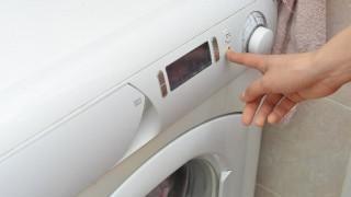洗濯機の脱水エラー対策に。排水溝と排水ホースの内部を掃除してみよう